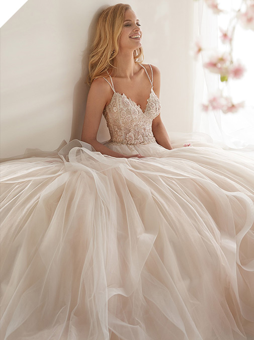 Romantic Tulle Spaghetti Straps Neckline A-line Wedding Dress With Beaded Lace Appliques